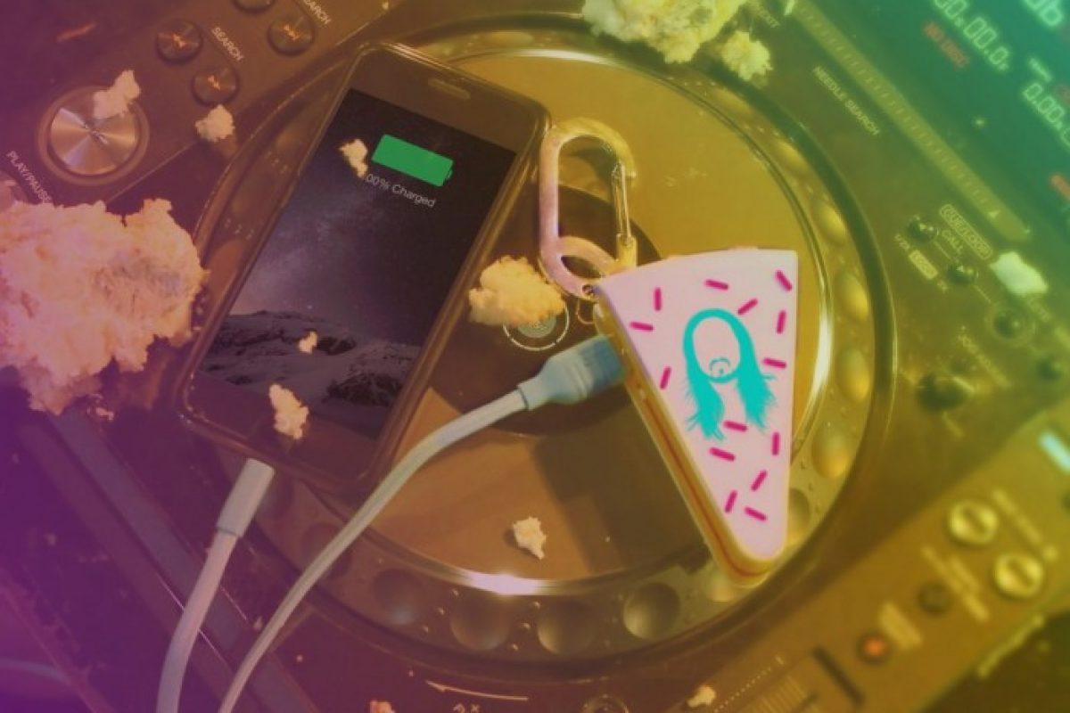 Steve Aoki lanza cargador con forma de pastel