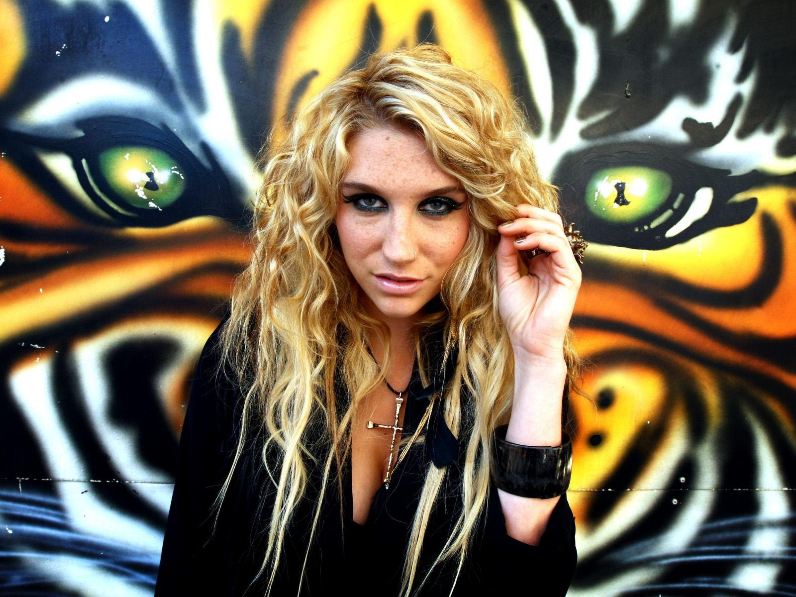 Kesha-004-1600x120021902