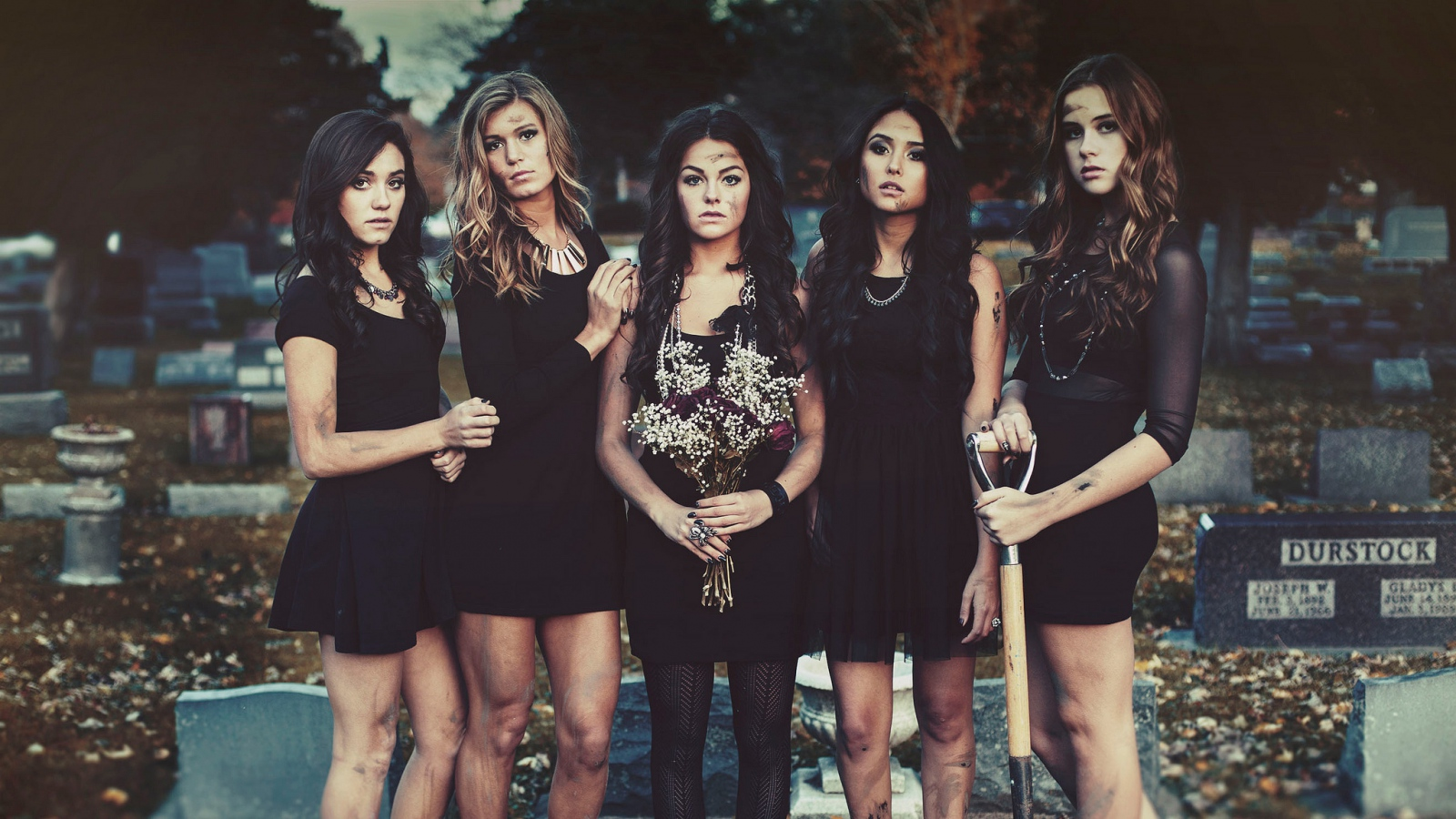 pretty_little_liars_girl_series_95630_1600x900