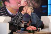 Ellen Degeneres y Jimmy Fallon se dieron un incómodo beso