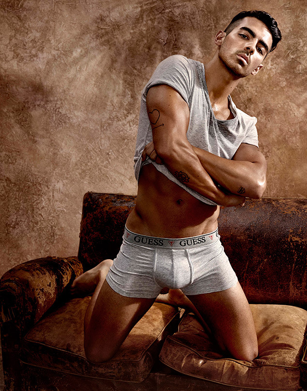 rs_634x807-170111060241-634.joe-jonas-guess-underwear-11.11117