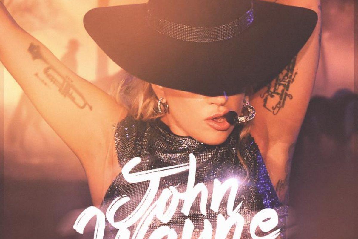 Lady Gaga recupera su viejo estilo en su nuevo videoclip de 'John Wayne'