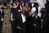 El elenco de Moonlight se quita la ropa y celebran su inesperado Oscar