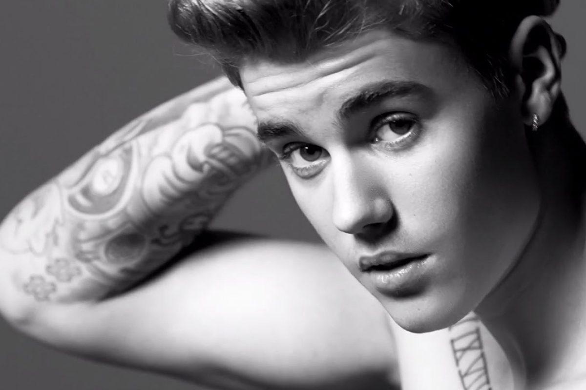 Justin Bieber aparece en la calle con pantalones mojados y los paparazzis enloquecen