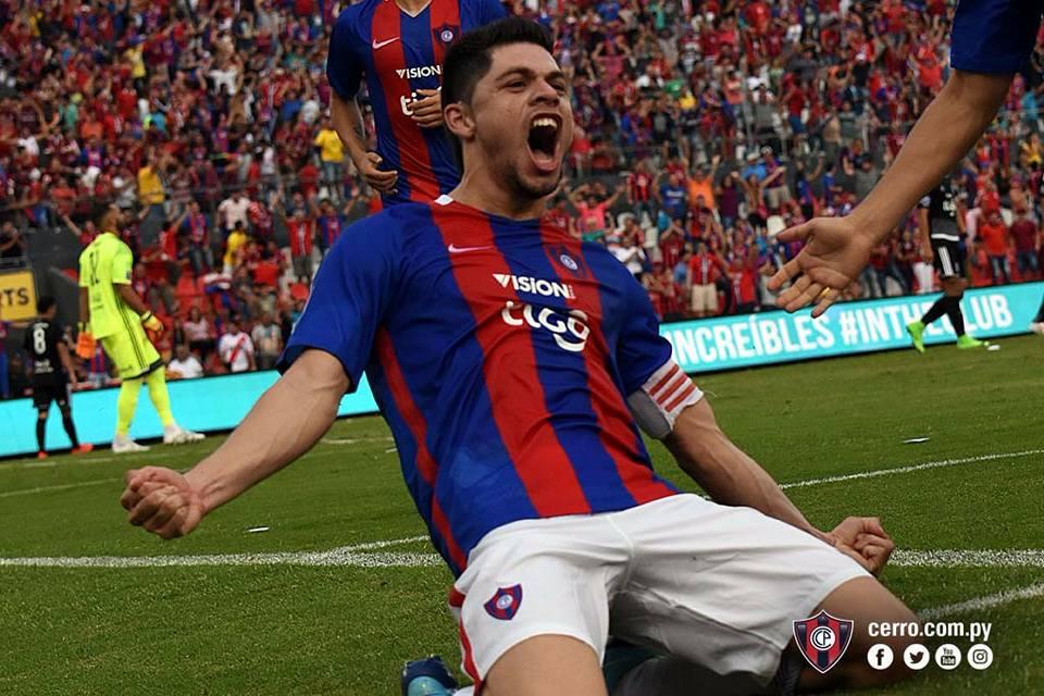 El capitán Rodrigo Rojas, festeja el segundo golazo en el superclásico.