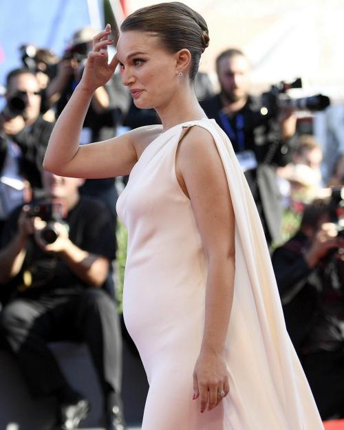IT10 VENECIA (ITALIA) 08/09/2016.- La actriz estadoundiense Natalie Portman a su llegada a la proyección de la película 'Planetarium' durante la 73 edición del Festival de Cine de Venecia en Italia hoy, 8 de septiembre de 2016. EFE/Claudio Onorati ITALIA FESTIVAL VENECIA