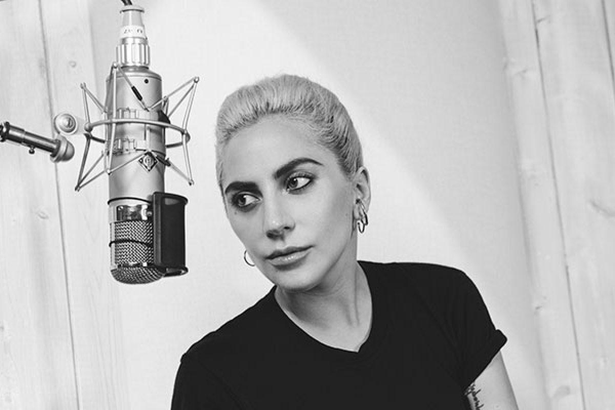Lady Gaga volvió al estudio de grabación