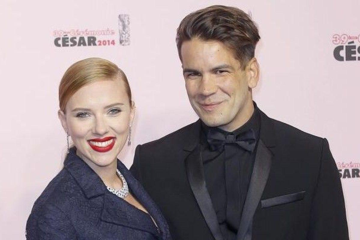 Scarlett Johansson le pide el divorcio a su marido