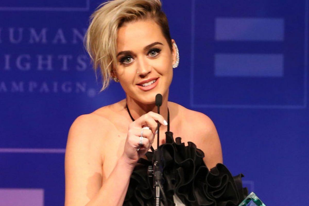 Katy Perry reconoce que siendo adolescente rezo para ahuyentar su lado gay