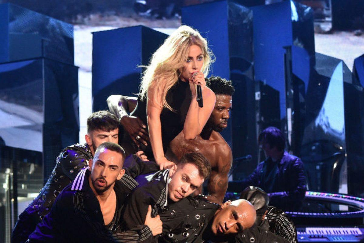 """Lady Gaga lanzó su nuevo tema """"The cure"""" en Coachella"""