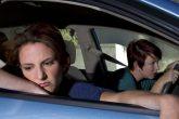 ¿Por qué algunas personas se marean durante un viaje en auto?