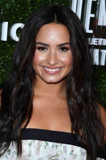 NECESITAS ver el trailer de 'Charming', película con Demi Lovato, Ashley Tisdale y Avril Lavigne