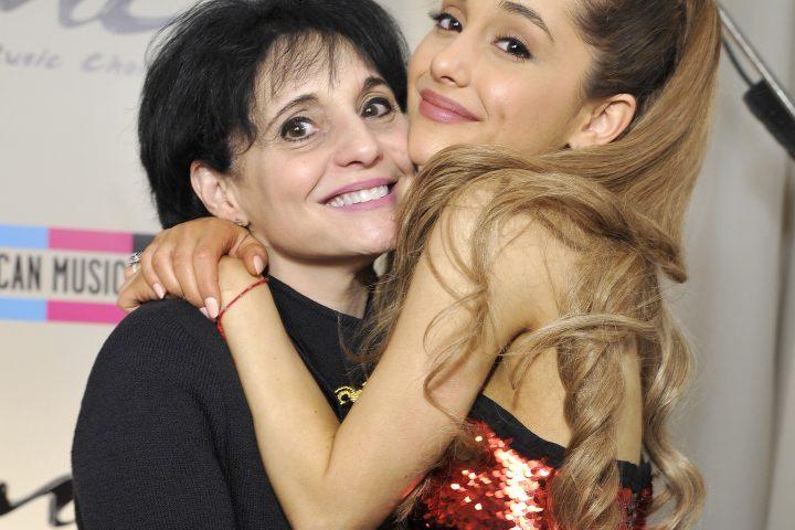 Mamá de Ariana Grande rescató a fans de la explosión