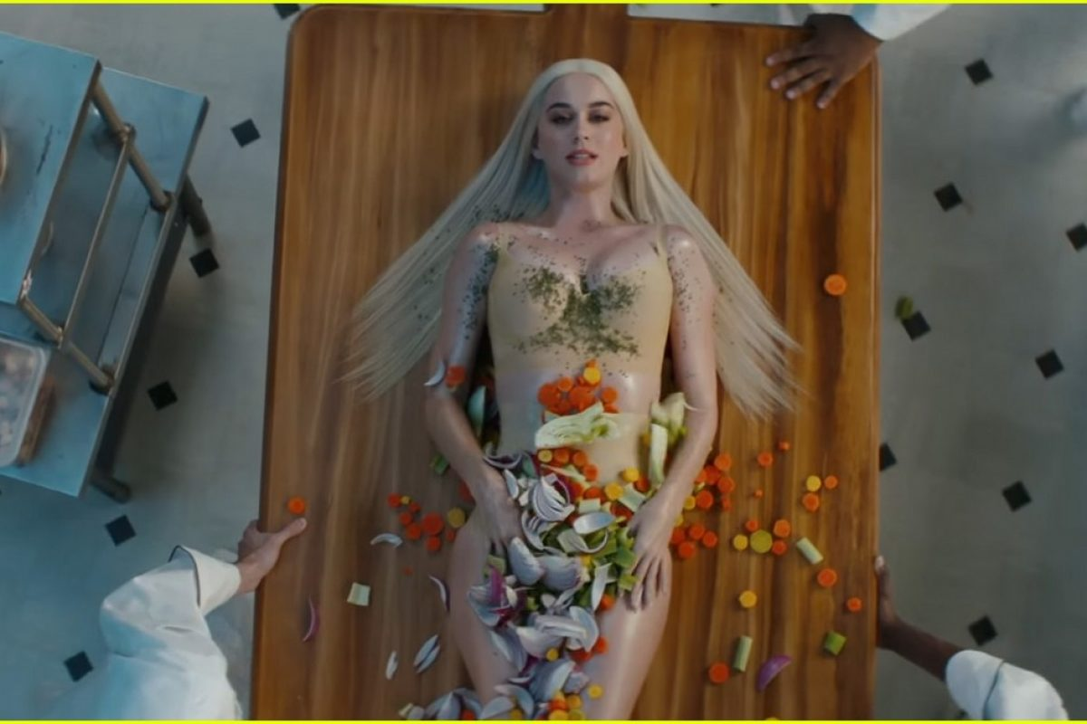 "Katy Perry y su provocativo nuevo video, ""Bon Appétit"""