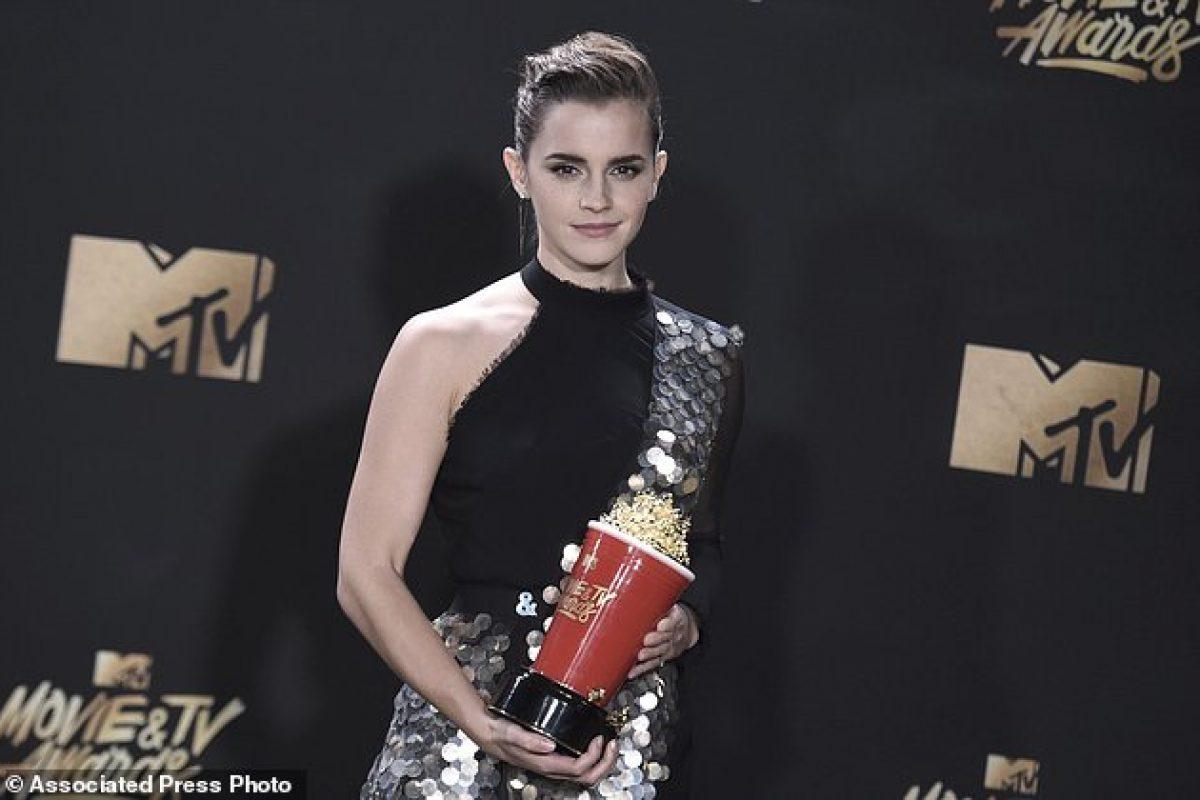 Emma Watson recibe el premio a mejor interpretación sin distinción de género