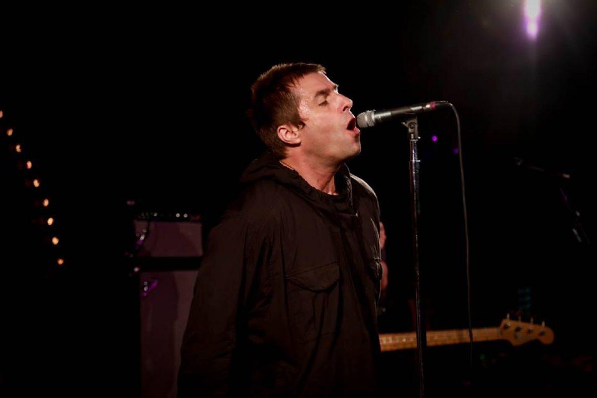Le robaron a Liam Gallagher durante un show en UK