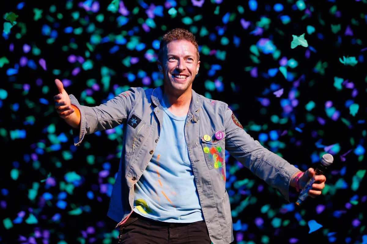 Chris Martin deslumbra con cover de Paul Simon