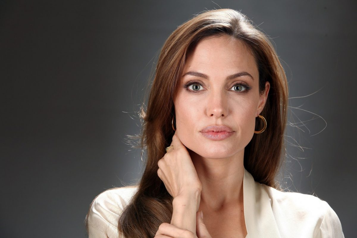 Angelina Jolie se ofreció a ayudar a capturar a un 'señor de la guerra' en Uganda