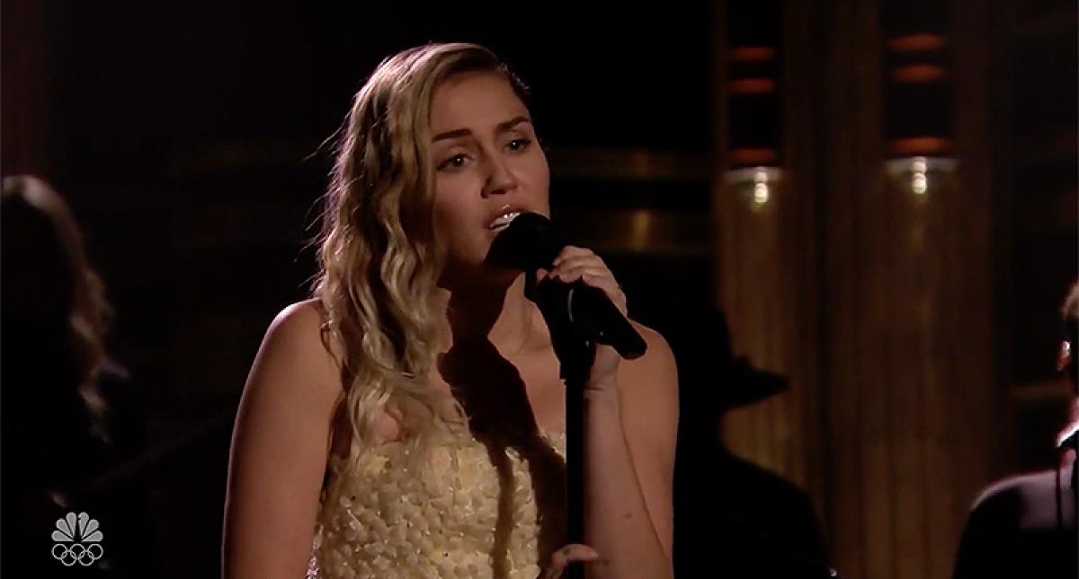 Miley Cyrus rindió homenaje a víctimas del tiroteo en Las Vegas