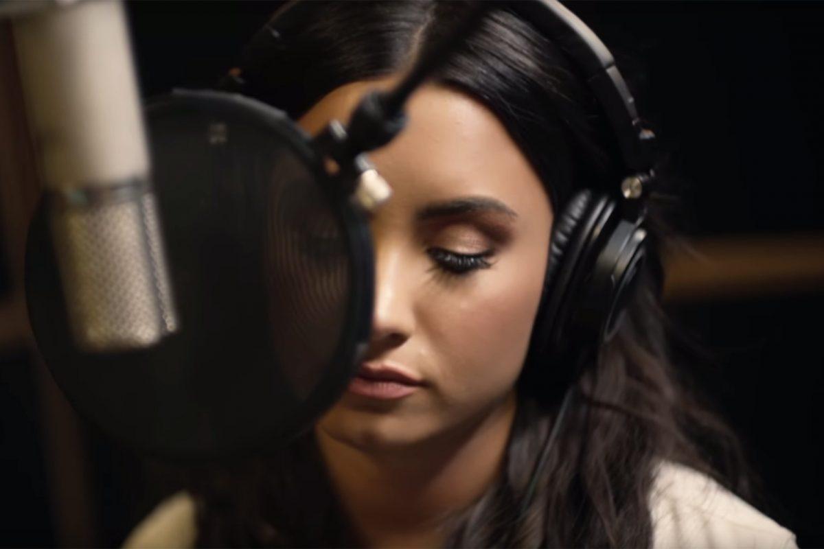 "Demandan a Disney, Demi Lovato e Idina Menzel por plagio en la canción de ""Frozen"""