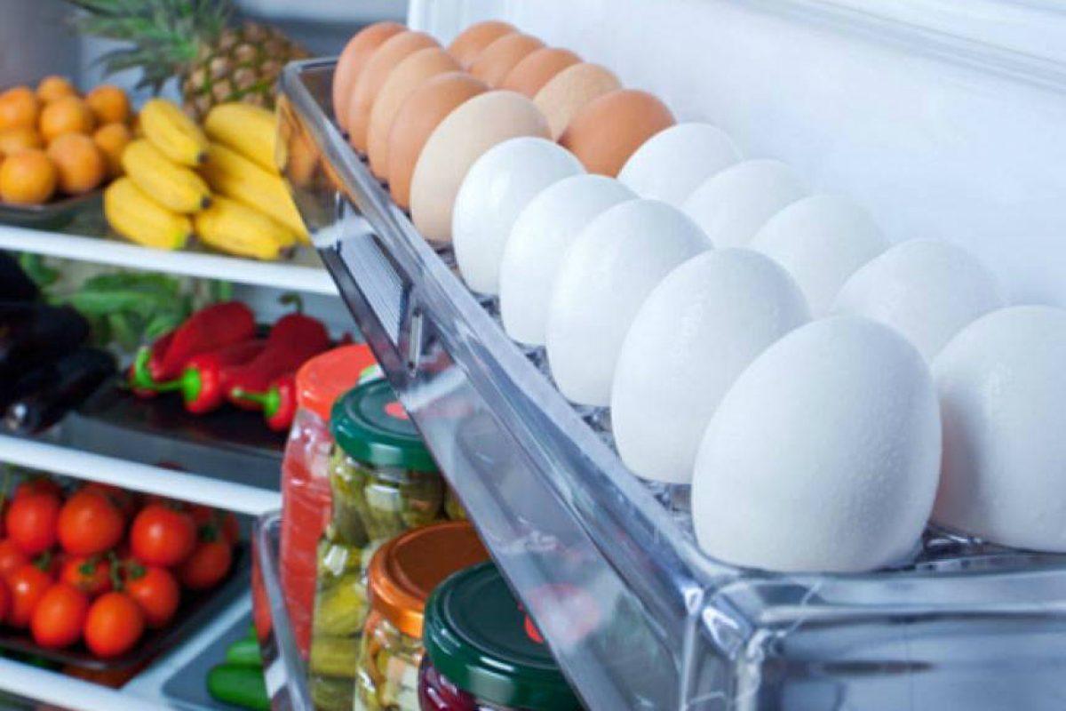 Esta es la razón por la que no tenes que guardar huevos en la heladera