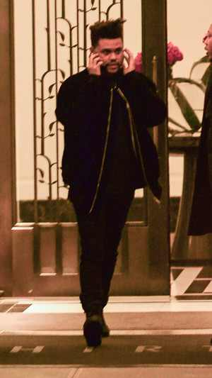 rs_300x533-171115113828-1080-the-weeknd-leaving-bella-hadid-apt