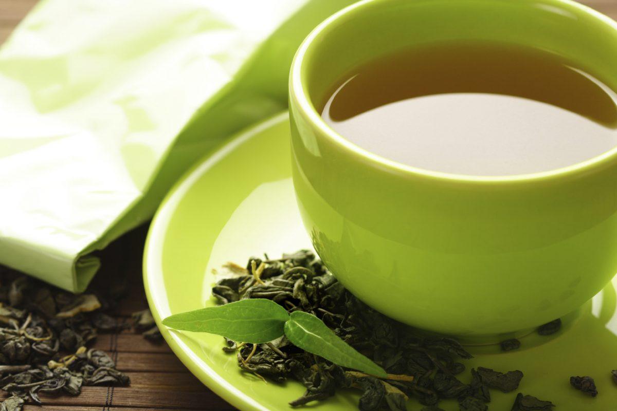 ¿Qué pasa con tu cuerpo al beber té verde en exceso?