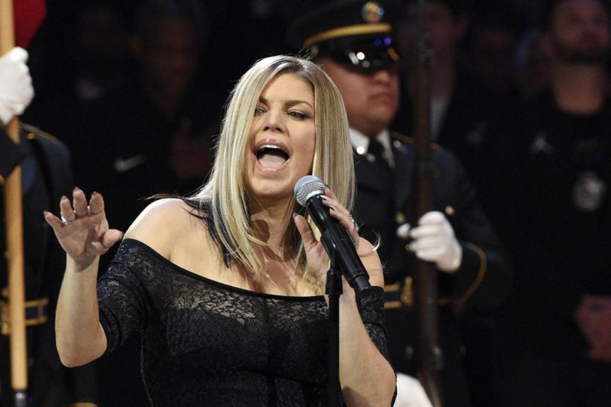 Fergie fue duramente criticada por su interpretación del himno nacional americano