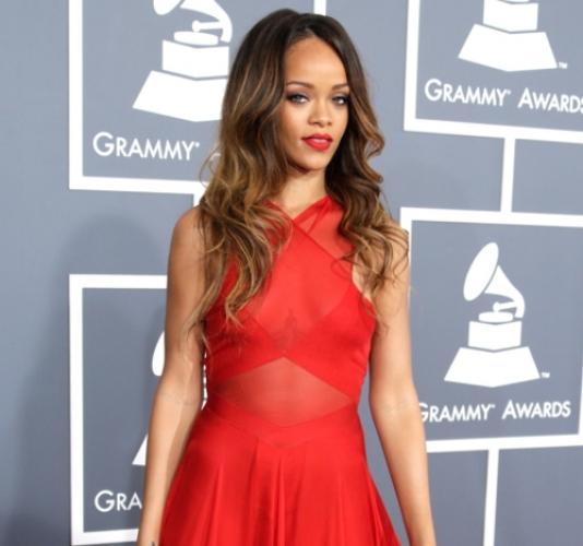 Rihanna-in-REd-Dress-on-fashion-blog-01-lx44iw8ylnkxqni1cn0em6idjkn21dmxba0cndaoso