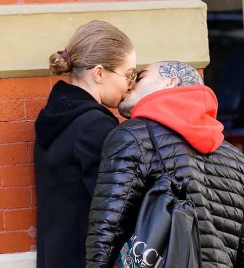 gigi-hadid-zayn-malik-kissing-photos-17-480w