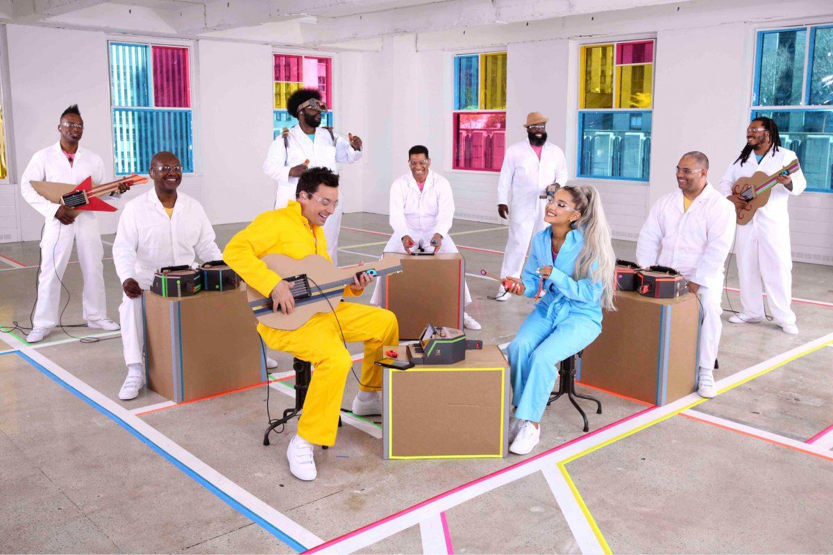 Ariana Grande y Jimmy Fallon interpretaron No Tears Left to Cry, utilizando instrumentos de Nintendo Labo