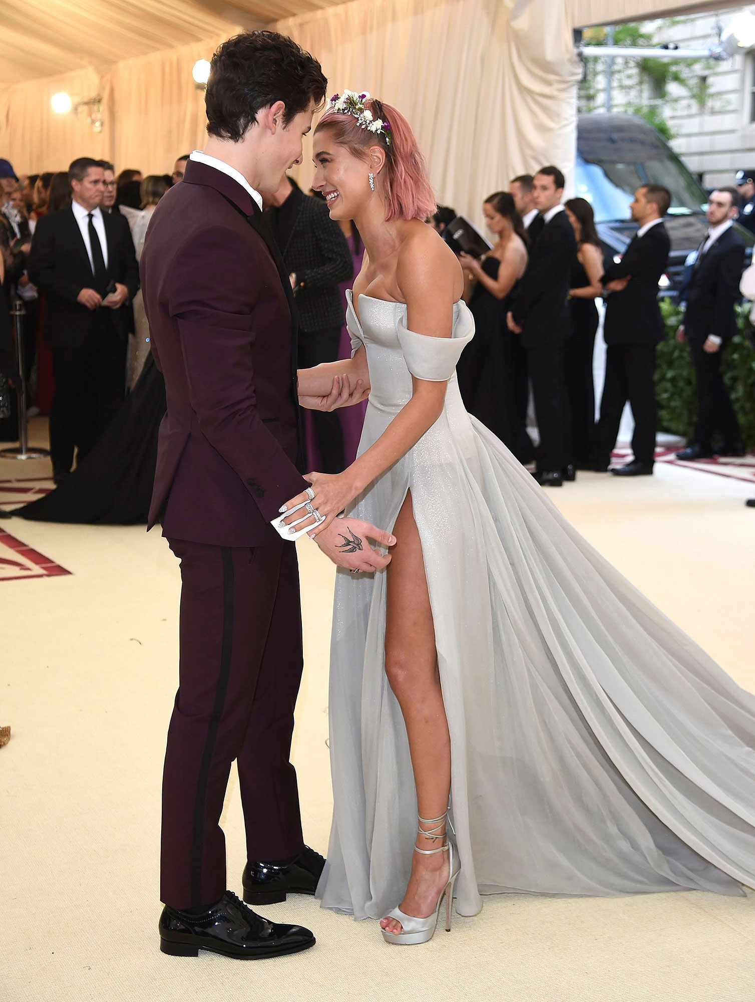 Mandatory Credit: Photo by Evan Agostini/Invision/AP/Shutterstock (9665012ek) Shawn Mendes, Hailey Rhode Baldwin. Shawn Mendes, left, and Hailey Baldwin attend The Metropolitan Museum of Art's Costume Institute benefit gala celebrating the opening of the Heavenly Bodies: Fashion and the Catholic Imagination exhibition, in New York 2018 MET Museum Costume Institute Benefit Gala, New York, USA - 07 May 2018