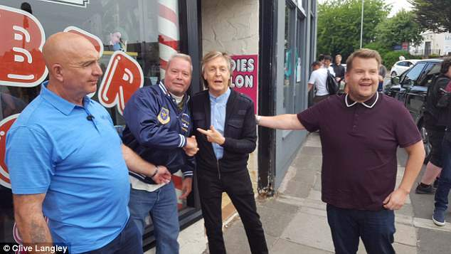 Paul-McCartney-surprises-fan-posing-for-picture-in-Penny-Lane