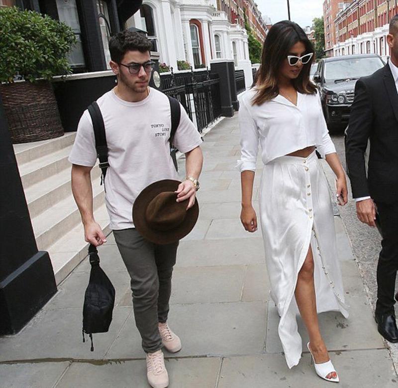 After-cozy-birthday-dinner-date-Priyanka-Chopra-and-beau-Nick-Jonas-twin-in-white-in-London-3
