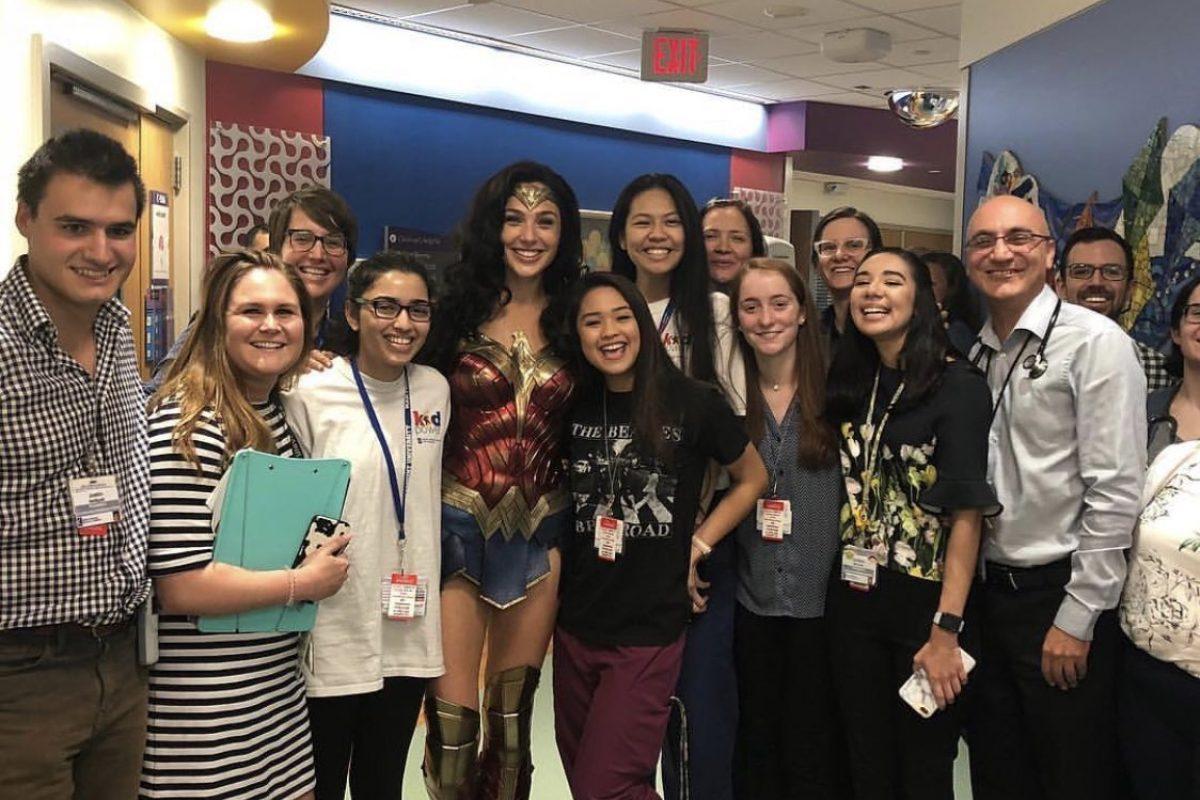 Gal Gadot visitó un hospital de niños vestida de Wonder Woman