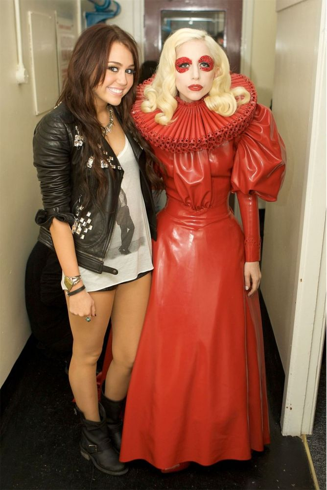 Miley_Cyrus_and_Lady_Gaga
