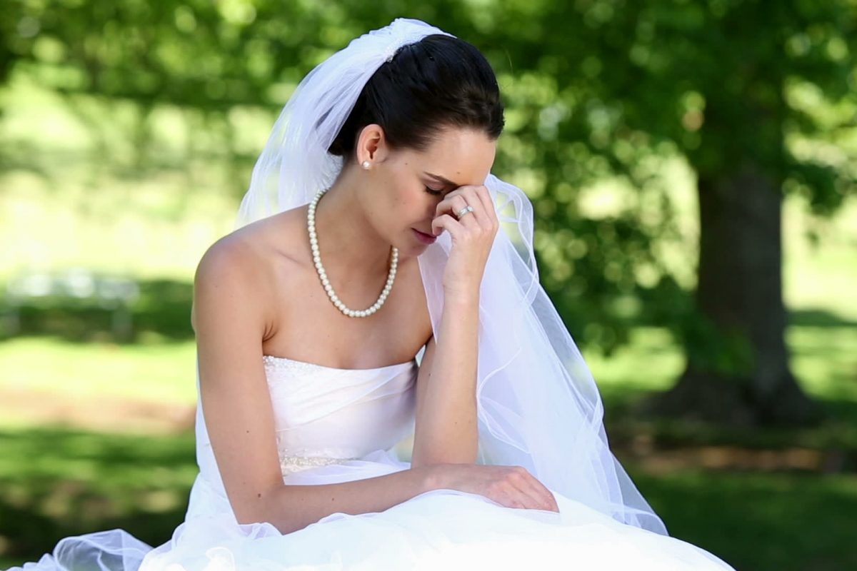Novia prohibió usar vestidos a sus damas de honor porque no quería que se vean más lindas que ella