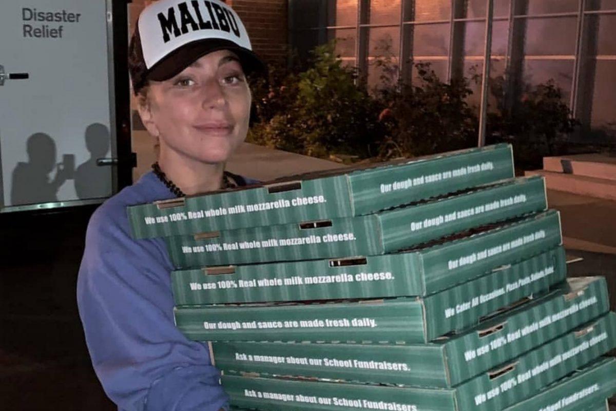 Lady Gaga salió a repartir pizza a las víctimas evacuadas del incendio en California