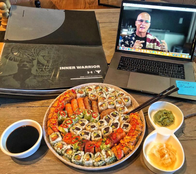 Screenshot_2018-11-20 Dwayne La Roca Johnson sorprendió a sus fanáticos al mostrar todo lo que come en una cena(1)