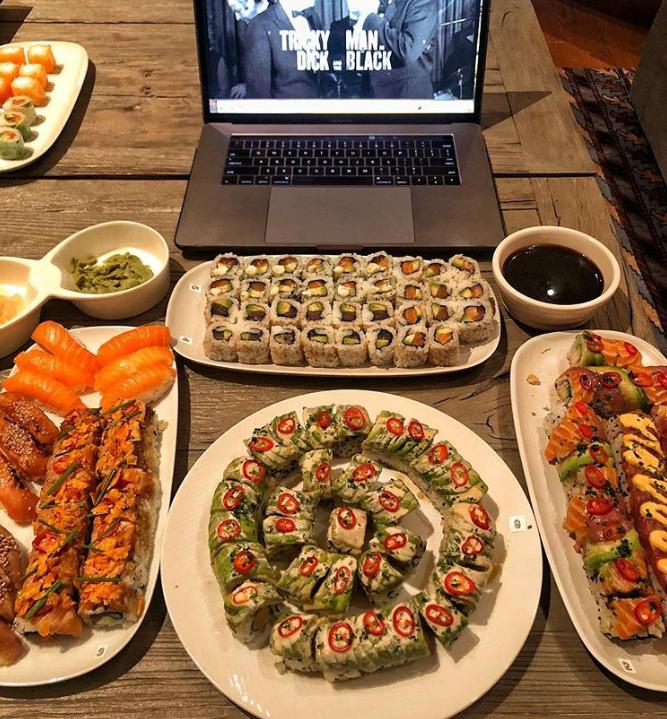 Screenshot_2018-11-20 Dwayne La Roca Johnson sorprendió a sus fanáticos al mostrar todo lo que come en una cena(2)