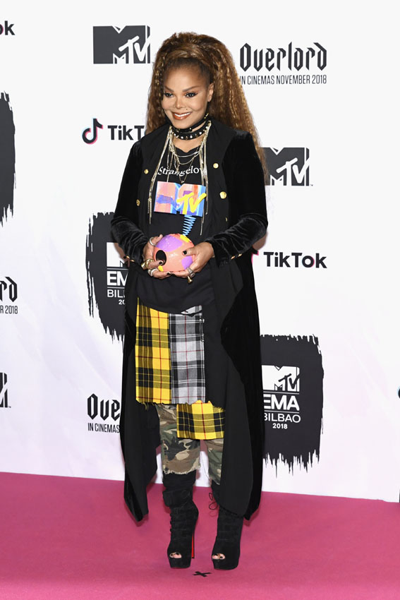 BILBAO, SPAIN - NOVEMBER 04: Janet Jackson poses with the Global Icon Award in the Winners room during the MTV EMAs 2018 at Bilbao Exhibition Centre on November 4, 2018 in Bilbao, Spain.  (Photo by Carlos Alvarez/Getty Images for MTV)