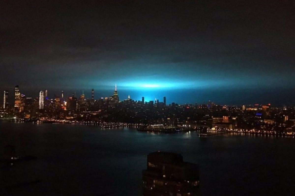 Explotó un transformador en Nueva York y se tiñó el cielo de azul