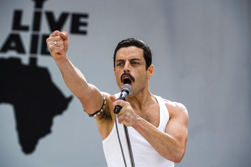 """En esta imagen difundida por Twentieth Century Fox, Rami Malek en una escena de """"Bohemian Rhapsody"""". (Alex Bailey/Twentieth Century Fox vía AP)"""