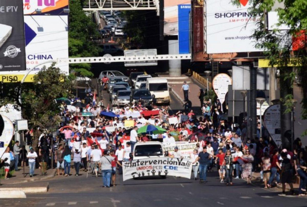 Ciudad del Este, en paro y con manifestaciones contra Sandra McLeod
