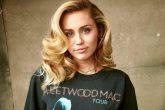 Miley Cyrus se viste de hombre para anunciar un reality show
