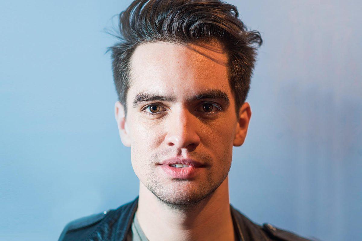 Fans de Panic! At The Disco serán echados de su concierto si intentan besar a Brendon Urie