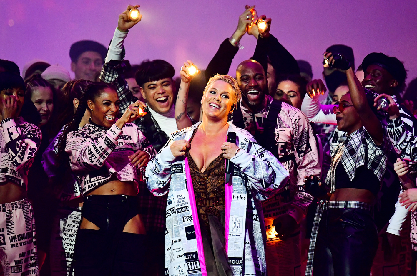 Screenshot_2019-02-21 pink-live-brit-awards-2019-billboard-1548 jpg (Imagen JPEG, 1548 × 1024 píxeles) - Escalado (73 %)